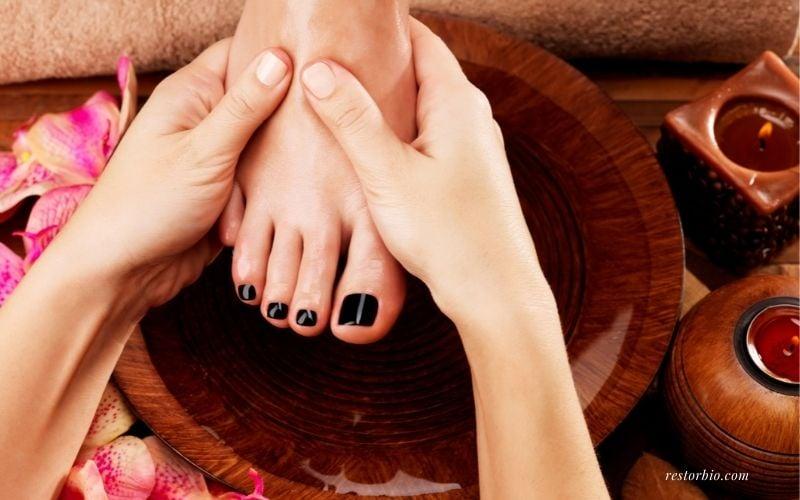 How to massage feet